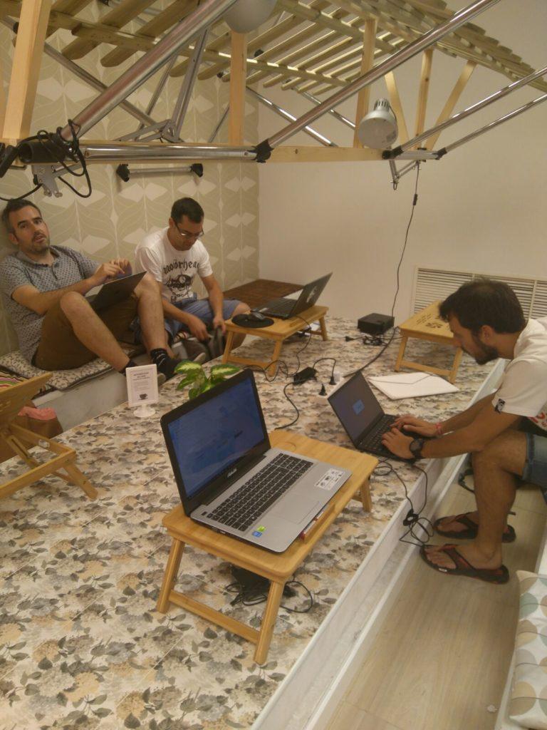 Reunión Acumbamail en el coworking UtipocUs